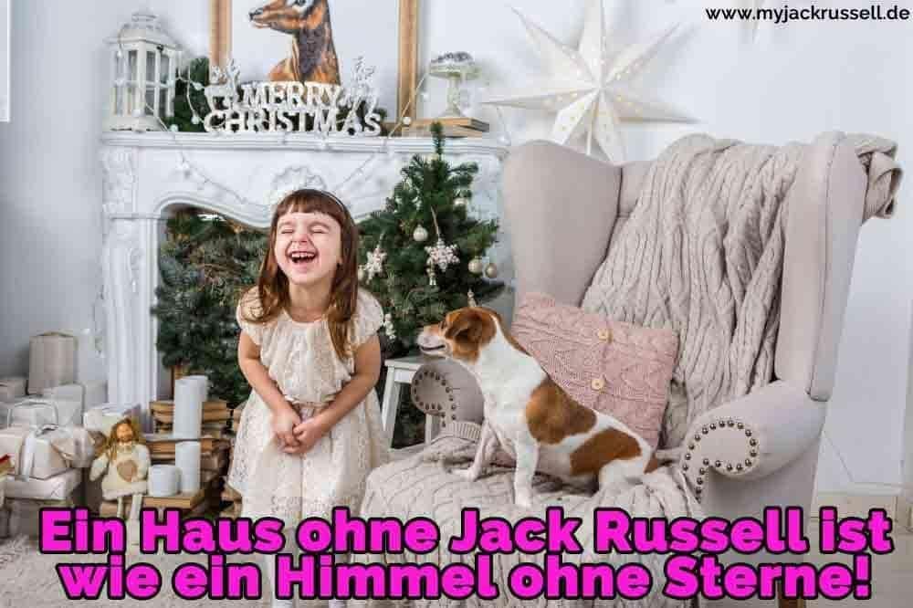 Ein Mädchen lachend mit ihrem Jack Russell